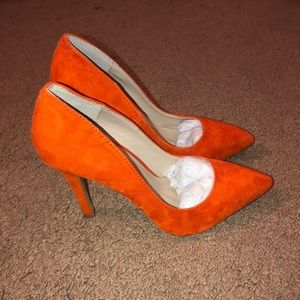 *NEW* Shoemint Orange Heels